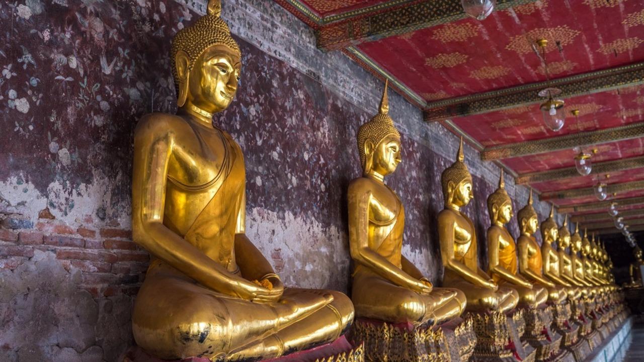 goldene Buddhas in Wat Suthat, Bangkok